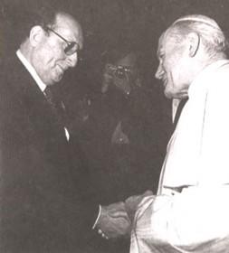 Pope Johannes Paul II talking to Georgi Arbatov