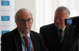 """WSN Global Editor in Chief Dieter Farwick with Prof Sir Michael Howard: """"It is not about defeating the losers of…"""
