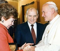 """Michael and Raissa Gorbachev with Pope John Paul II - another protagonist of """"glasnost"""" and """"perestroika"""""""