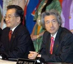 Koizumi and China's prime minister at the first East Asia Summit in December.