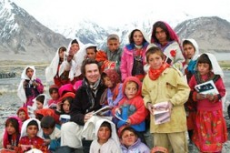 """Greg Mortenson, author of the fascinating book """"Three cups of tea"""", with Pakistani students: """"The first projects should concentrate on…"""