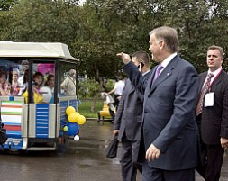 Yakunin, flanked by assistants and guards, waving to railroad workers and their families at a celebration of the railroad's 170th…