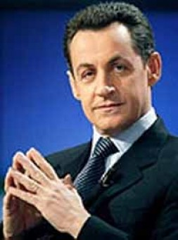 """""""Nicolas Sarkozy is calling for loosening up labour laws and cutting taxes"""""""